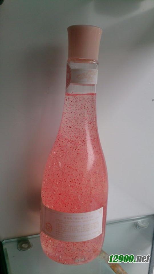 草莓魔力嫩白果盐沐浴乳